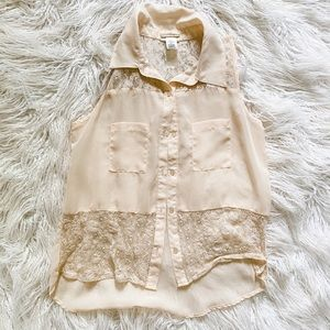 Tops - Peach colored lace tank